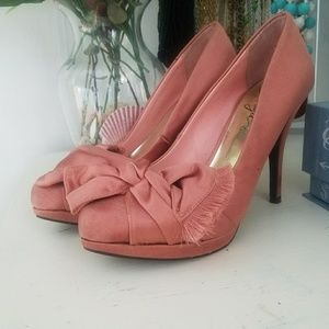Fergie Salmon Satin Bow Heels / Pumps sz 7